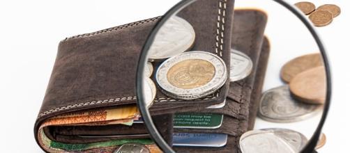 Spending vs saving - Image via pixabay