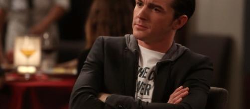 El actor explica a sus fans por qué no fue invitado a la boda de su amigo.