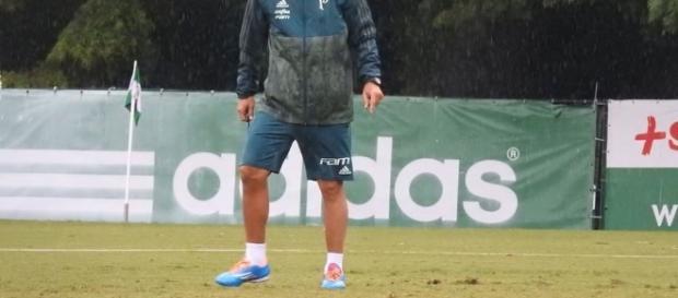 Cuca comanda treino na Academia de Futebol (Foto: Reprodução)