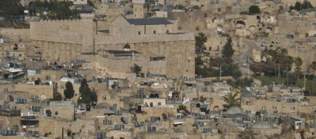 Hebron city elevated view. / [Image by Young Shanahan via Flickr, CC BY 2.0]