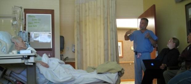 Male nurse beats up patient/Photo via dreamingofariz, Flickr
