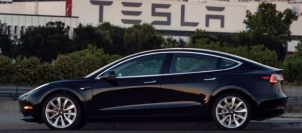 Tesla Model 3: Elon Musk shows off Tesla's Model 3 first mass production run. [Image source: Pixabay.com]