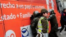 Siete detenidos en Chile tras el paso del bus transfóbico español