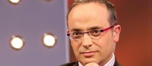 Alfredo Urdaci presentará un espacio de humor y sátira política en ... - extradigital.es