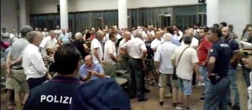 Consiglio comunale di Cerignola del 10.07.2017, proteste dei cittadini contenute dalle forze dell'ordine