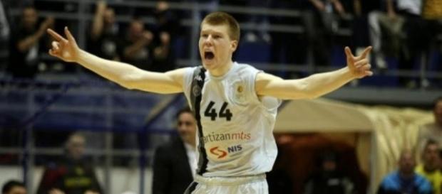 Bertans se reunirá con un ex compañero de sus años en Serbia.- blogspot.com