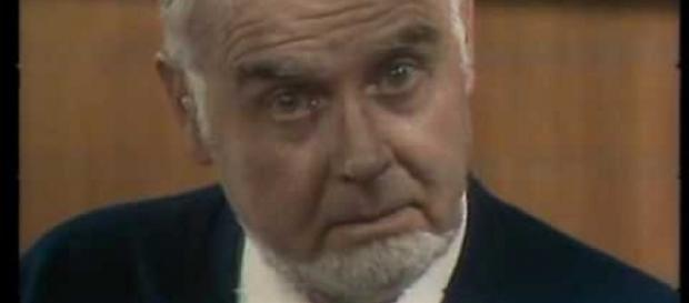Joan Capri en el personaje que lo consagró: el Doctor Caparrós, en la serie para TVE de 1979.