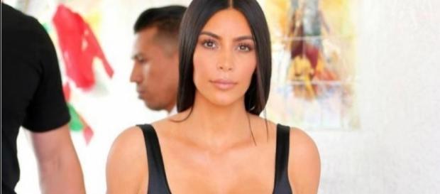 Kim Kardashian voltou a exibir look sensual (Foto: Getty Images)