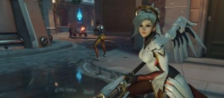 """""""Overwatch:"""" The new bug enables Mercy to run into Junkrat's trap with reduced damage. (GamingTaylor/YouTube)"""