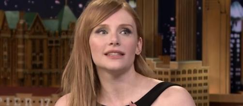 "Bryce Dallas Howard shared emotional hug to Chris Pratt after ""Jurassic World 2"" filming wrapped up. Image via YouTube/JimmyFallon"