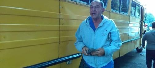 Fotografía del Diario de México. Chofer de transporte escolar, Alfonso Torres Bolaños.