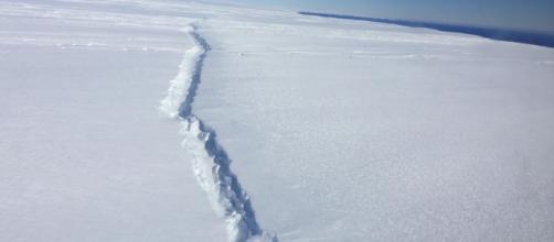 Huge iceberg forms off Antarctic coast. - Wikimedia Commons