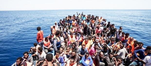 Di Maio: movimento 5 stelle pronto a mozione di sfiducia. Porti italiani in cambio degli 80 euro