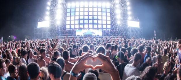 EMF - Festival crowd - 2013 - CC BY