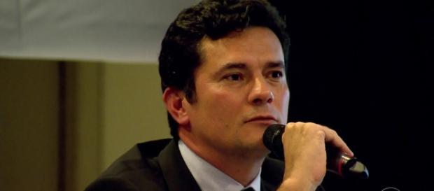 Juiz Sérgio Moro se manifestou em sua decisão a respeito de não solicitar a prisão de Lula. ( Foto Reprodução)