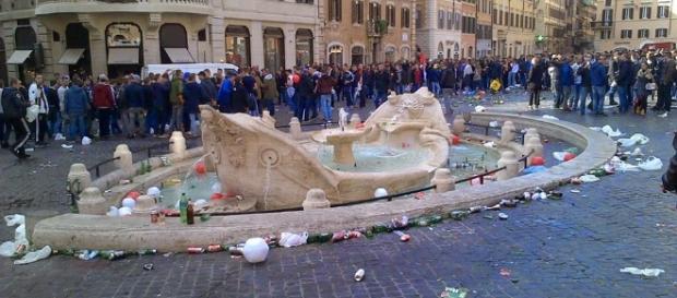ROMA FA SCHIFO: La Barcaccia come non l'avete mai vista. Piazza di ... - romafaschifo.com