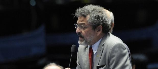 Senador Paulo Rocha não se conforma com condenação de Lula e tem atitude feia