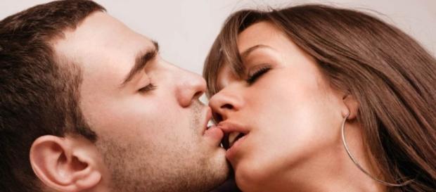 Tipos de beijos para apimentar a relação