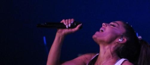 Dangerous Woman Tour 2/19/17 - https://commons.wikimedia.org/wiki/File:Ariana_Grande_(32426961434).jpg