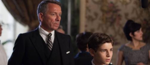 """El joven Bruce Wayne y su mayordomo Alfred - Fotograma de """"Gotham"""""""