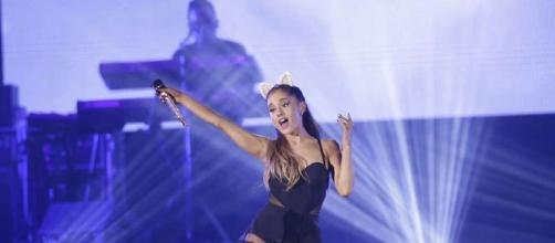 Ariana Grande durante un concierto