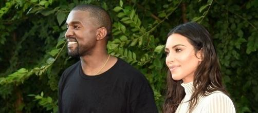 Kanye West e a esposa Kim Kardashian (Foto: Reprodução/ Twitter)