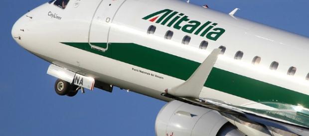 Dettaglio di un aereo Alitalia in volo