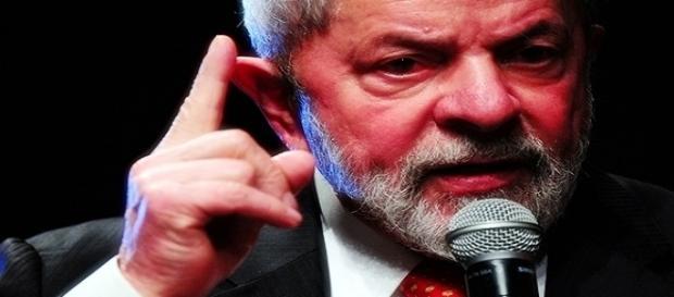 Ex-presidente Lula discursou na sede do PT em São Paulo