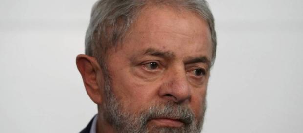 Ex-presidente Lula é condenado a mais de 9 anos de prisão