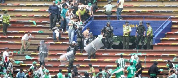 HABRÁ LEY PARA LA VIOLENCIA EN EL FÚTBOL… CREEMOS | Cápsulas de fútbol - elcolombiano.com