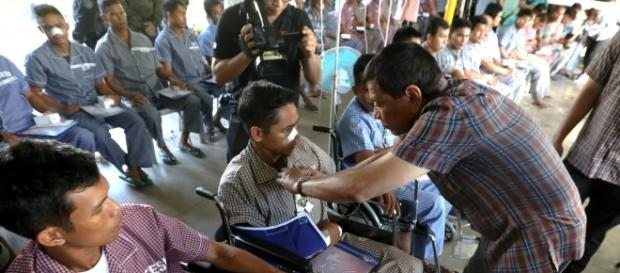 Philippine President Rodrigo Duterte visiting wounded soldiers (Presidential Communications Operations Office photo).
