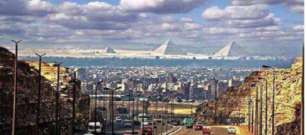Pirâmides vistas dos arredores da cidade do Cairo