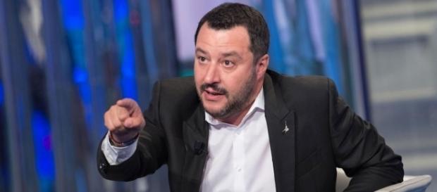 TzeTze Politica: TzeTze: Scanzi attacca Salvini: 'Sei un paraculo' - tzetze.it