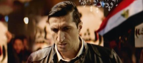 Cartel de la película 'Caire Confidential', que llega a Francia el día 19, con su protagonista investigando un sórdido asesinato.