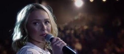 Hayden Panettiere pulls a few tips out of her arsenal of acting skills for Lennon and Maisy Stella. Screencap CMT/YouTube