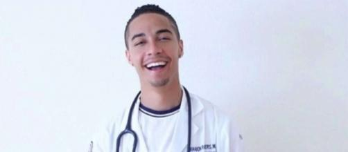 Known as the 'singing doctor' online, Dr. Brandon Rogers died over a week after his 'AGT' audition. / from 'Instagram' (@drb_rog)