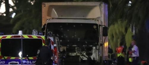 Niza: Se eleva a 84 el número de muertos en el ataque terrorista - lavanguardia.com