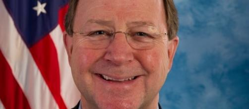 Rep. Bill Flores suggests that Donald Trump should remove his family from White House. (Wikimedia/US House of Representatives)