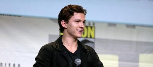 Tom Holland speaking at the 2016 SDCC - https://commons.wikimedia.org/wiki/File:Tom_Holland_(28620384206).jpg