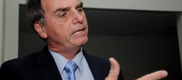 Deputado federal pelo PSC, porém, de saída do partido.