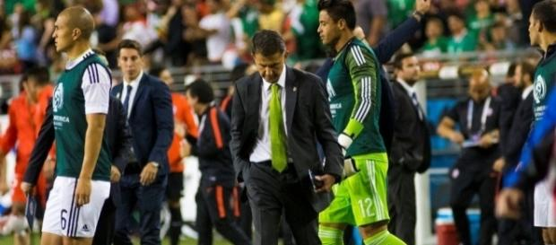 Osorio lamentándose en la banca de México (Vía:López-Dóriga Digital - lopezdoriga.com)