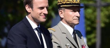 Le Président Macron a clarifié les fonctions de Président de la République et de Chef d'Etat-Major général des armées.