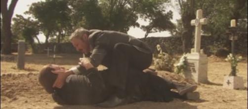 Il Segreto, anticipazioni: Rosario sta male sulla tomba della figlia