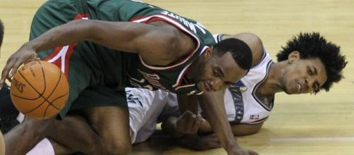 Luc Mbah A Moute dives for the Ball | Flickr | Keith Allison