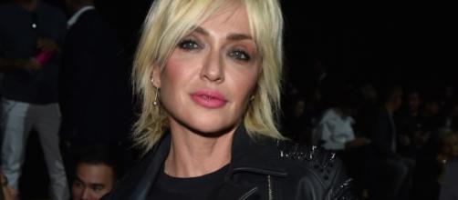 Paola Barale conduce il nuovo adventure dating show di Italia 1 ... - sorrisi.com