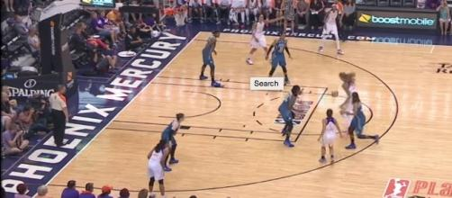 The Mercury hosted the Lynx in a Friday night WNBA battle in Phoenix, Arizona. [Image via WNBA/YouTube]