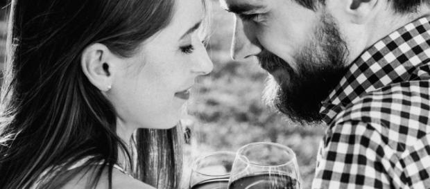 A couple drinking wine | freestocks.org