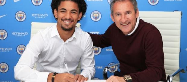 Douglas Luiz foi contratado pelo Manchester City