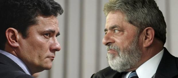 Ex-presidente Lula à frente do juiz Sergio Moro