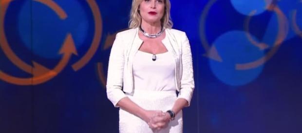 Video Selfie: I ringraziamenti di Simona Ventura - CLIP   MEDIASET ... - mediaset.it